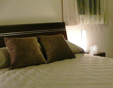 睡眠改善|ベッドは「寝るだけの場所に」